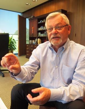 米国本社でインタビューに応じたエマソンのモンザー社長