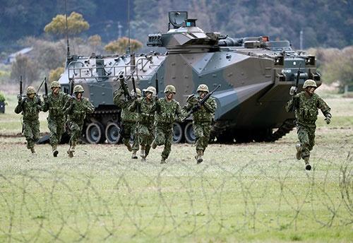 離島防衛の核となる水陸機動団(写真:ロイター/アフロ)