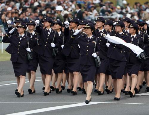 自衛隊でも女性の活用が欠かせない(写真:AP/アフロ)
