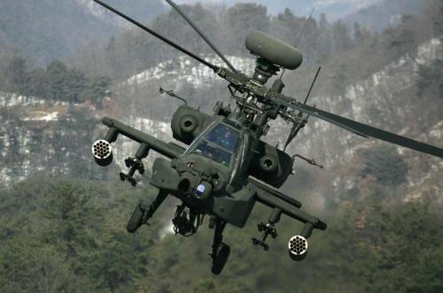 陸上自衛隊が使用する戦闘用途のヘリコプター「AH-64D」(アパッチ)(写真:ZUMA Press/アフロ)