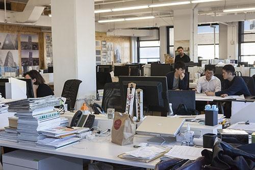 NYオフィス代表の重松象平氏のデスクには神社のお札が祭ってあった