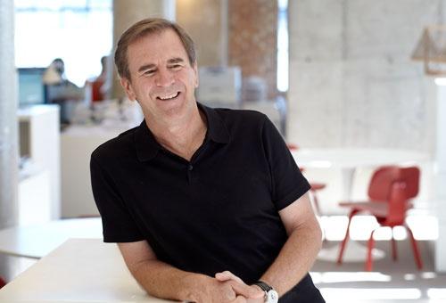 建築界で30年近い経験を持つダン・ワイニー・マネージングプリンシパルは、1993年からゲンスラーの改革に携わり、社内ネットワークの構築と世界的な拠点拡大に注力した(写真:ゲンスラー)