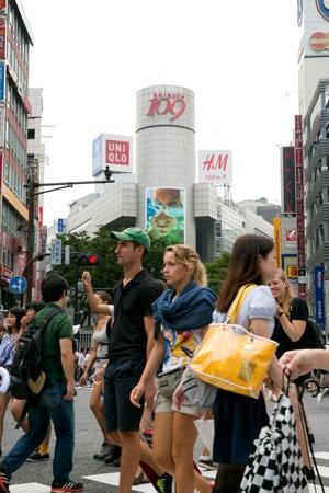 「若者の街」=渋谷には、最近では訪日外国人の姿が目立つ(写真:的野弘路)