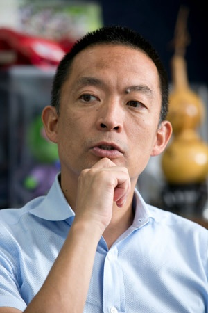 渋谷区生まれ、渋谷区育ちの長谷部区長。シブヤの空気を肌で感じてきた(写真:的野弘路)