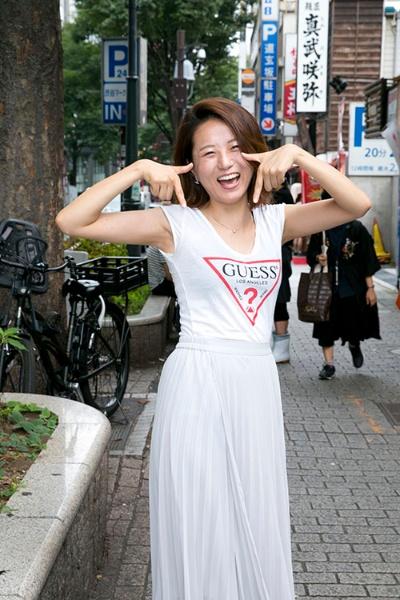 新社会人の石川緋嘉子さん(23歳)。友人が異性と出会えたことで、座談会前日にマッチングアプリに登録した。(撮影は的野弘路)