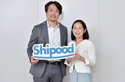 夫の舩木芳雄氏と、4月に移転・拡張したばかりの東京・浜松町の新オフィスにて(写真:大槻純一)