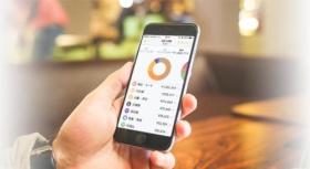 家計簿アプリ「マネーフォワード」は銀行の入出金やクレジットカードの履歴、レシート情報などを基に家計簿を作成。家計の管理・見直しに役立てられる。