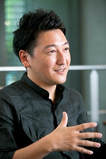 <b>堀潤(ほり・じゅん)氏</b><br /> 2001年立教大学文学部卒、NHK入局。岡山放送局で勤務した後、東京アナウンス室に異動。「ニュースウオッチ9」「Bizスポ」などに出演。2012年米カリフォルニア大学ロサンゼルス校(UCLA)に客員研究員として留学。原子力発電所の事故を題材にした映画「変身」を自主制作した。帰国後の2013年4月に退職。現在は市民投稿型ニュースサイト「8bitNews」を運営する。<br /> (撮影:的野 弘路、以下同じ)