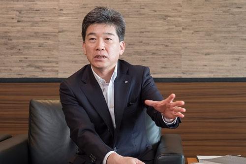 静岡銀の柴田頭取は、地銀業界では珍しい53歳という若さでトップに就いた。(写真:廣瀬 貴礼)