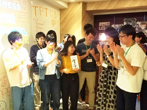 インターンのプログラムで優勝したチームには10万円の賞金が出る