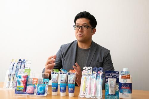 クリニカの現ブランドマネジャー、横手弘宣氏。2014年の大リニューアル時から同ブランドに携わり、16年にライオンで最年少のブランドマネジャーに抜擢された