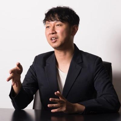 """<span class=""""fontBold"""">スタイラーの小関翼CEO</span><br /> 東京大学大学院卒業。日英の大手銀行勤務などを経て、アマゾンで決済サービスの事業開発を担当。2015年3月にスタイラーを設立。1982年生まれ。"""