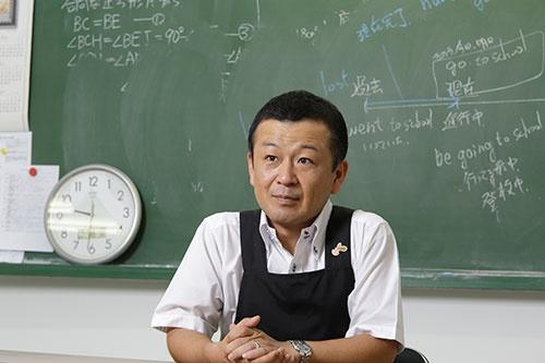 サンピットの久次辰巳社長は、学習塾の運営を起点に経営の立て直しに成功した(写真:菅 敏一、以下同)