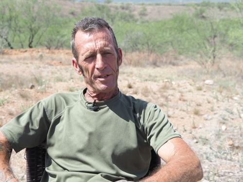 自警団のリーダー、ティム・フォーリー