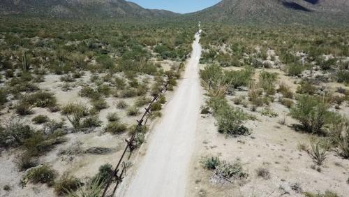 アリゾナの山岳地帯にあるフェンス(写真はトホノ・オーダム・ネーション)