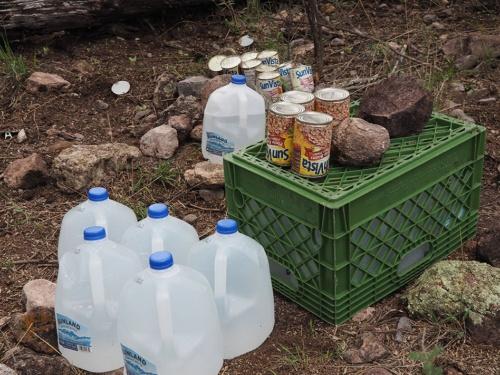 リベラルグループが置いた救援物資