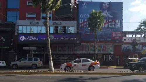 ティフアナのソナ・ノルテ。高級ストリップクラブとラブホテルが隣り合っている