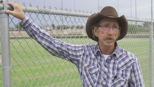 ペコスリーグの熱烈なファンのジェームズは「ベースボールはアメリカ人が発明したアメリカ人のスポーツ」と語る