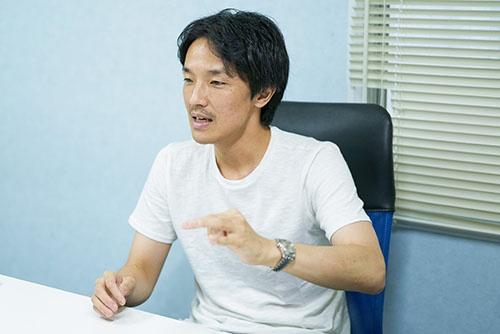 <b>濱松誠(パナソニック)</b><br /> 1982年生まれ。2006年パナソニック入社。2012年に若手主体の有志団体「One Panasonic」を立ち上げ、部門を越えた全社一体化をリードする(写真=吉成 大輔)