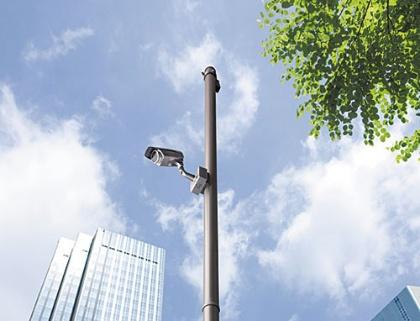 """<span class=""""fontBold"""">監視カメラが街中に広がり、ビジネスにも応用される</span>"""