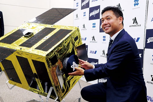 デブリ関連サービスに着目するアストロスケールの岡田光信CEO(最高経営責任者)(写真=つのだよしお/アフロ)