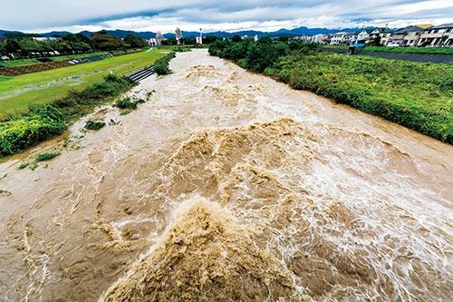 "<span class=""fontBold"">日本で相次ぐ豪雨災害も、温暖化が一因とされる</span>(写真=PIXTA)"