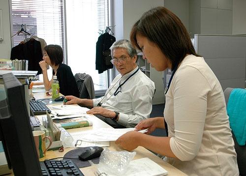 今や60歳以降も働き続ける人は増えている(写真=時事通信)