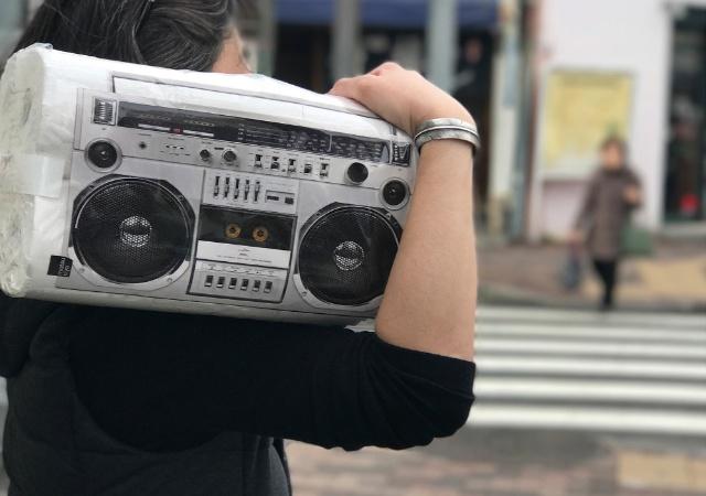 「ペントアワード」や「クリオ賞」「iFデザインアワード」などを受賞した「matsukiyo」ブランドのトイレットペーパー。写真は「ラジカセ」タイプのデザイン