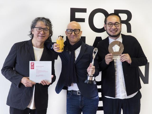 トイレットペーパーのデザインを手掛けたインターブランドジャパン。左から松尾任人シニアクリエイティブディレクター、ウィリアム・ヴォドゥシェッグCCO、宮城愛彦シニアデザインディレクター