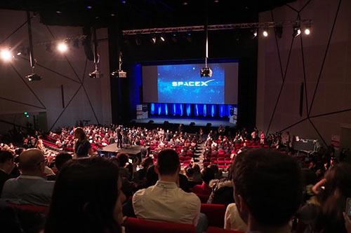 会場は、開会セレモニー(その1参照)が行われたのと同じ大ホール。