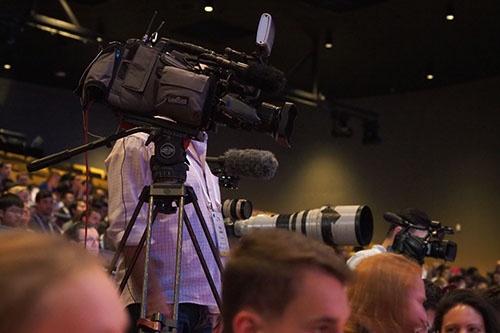 スポーツ報道でよく使われるCanonの大砲レンズがぞろぞろ……