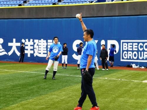 社内ソフトボール大会においてピッチャーで大活躍の玉塚さん。