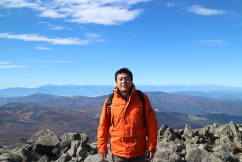 蓼科山の山頂。「そびえ立つ山のフォルムと稜線が連なって、神々しいまでの美しさでした」(青島さん)。
