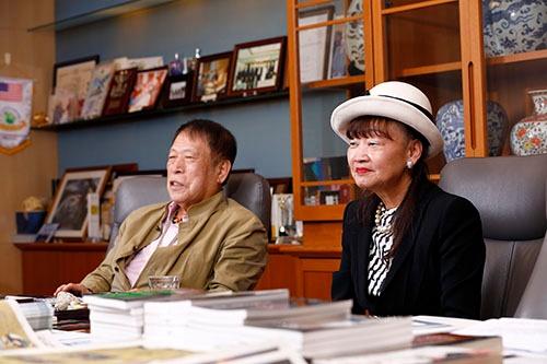 アパホテルグループの元谷外志雄代表とアパホテルの元谷芙美子社長(写真:竹井 俊晴、以下同)