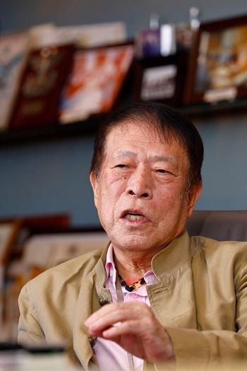 「宿泊の当日までに満室になるように値段を上げていければベスト」と話す元谷外志雄会長