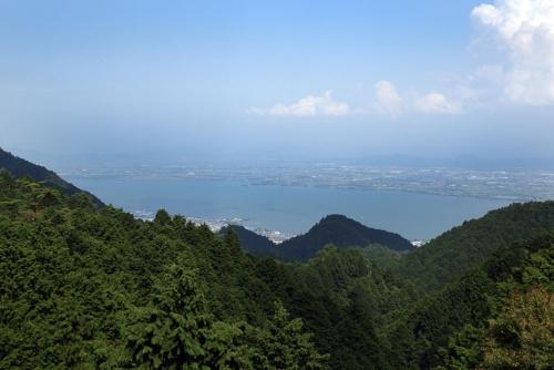 琵琶湖を臨む好立地にある(写真:大亀京助)