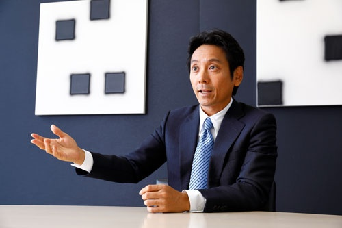 峰岸真澄社長は海外での大型買収を加速させてきた(写真:竹井俊晴)