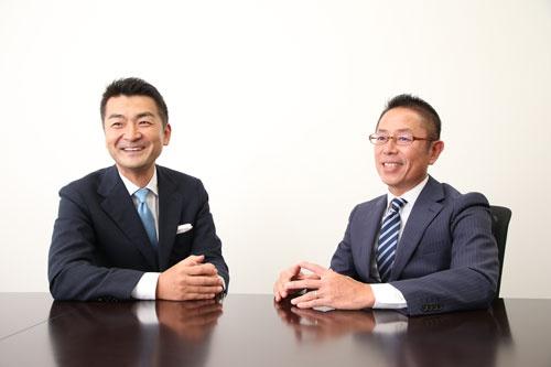 リクルートライフスタイルの宮本賢一郎執行役員(右)とリクルートファイナンスパートナーズの小川安英社長(写真:陶山勉)