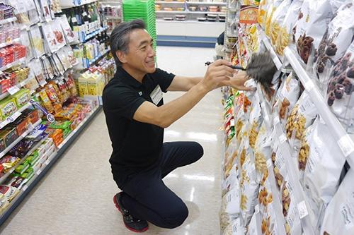 就任前に店頭に立って現場を経験した(16年夏、東京都内のファミリーマート)
