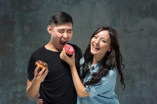 最近は女性だけでなく男性も好きな人が多いスイーツだが、もっとも体脂肪になりやすい糖質を含むので、食べるタイミングに要注意だ。(©Volodymyr Melnyk-123RF)