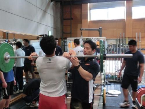 練習や筋トレで大きな力を出した後は、以前より筋肉が短くなったままの状態になる。それを放置すると、選手たちがパフォーマンスを落とす原因となる。