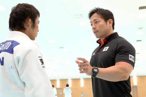 柔道日本代表の総務コーチ・岡田隆氏(写真右)が導入した最新の食事・トレーニング法が、リオ五輪での復活をもたらした。