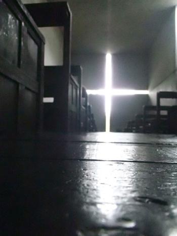大阪府茨木市にある「光の教会」の内部(写真:日経アーキテクチュア)