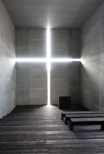 実物大でつくられた「光の教会」の内部(写真:日経アーキテクチュア)