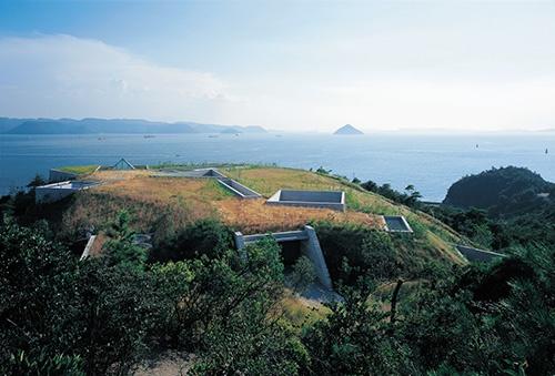 2004年、香川県直島にオープンした地中美術館(写真:的野弘路)