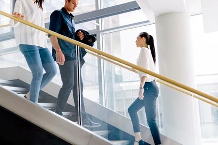 日常生活の中で筋肉に刺激を与えるような動作を意識して取り入れたい。(c)Andor Bujdoso-123RF