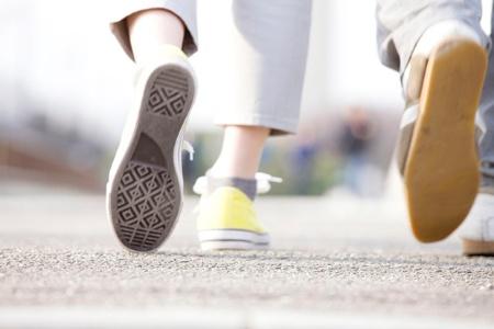 効率的に筋肉量を増やし、体脂肪を減らすには、どのようなウォーキングが望ましいのだろうか。(c)PaylessImages-123RF
