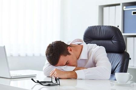寝ても疲れが取れないと、仕事のパフォーマンスも落ちる。原因は何にあるだろうか?(c)rostislavsedlacek-123RF