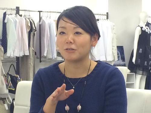 """デザイナーの""""お目付け役""""、ライセンス&マーケティングDIV アシスタントマネージャーの鈴木寛枝さん。"""