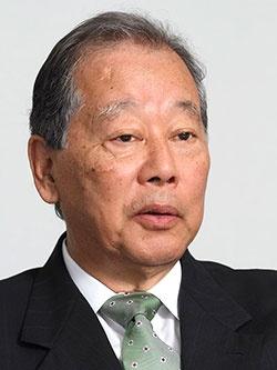 創業家2代目社長の福武總一郎名誉顧問(70歳)。2014年6月に原田泳幸氏をトップに招聘すると同時に最高顧問に退き、今年10月、安達保氏が社長に就任するタイミングで名誉顧問となった。(写真:都築雅人、2014年時点)